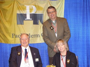 Mr. and Mrs Larry Minniear National Director of the N Fof P visited with Charles Groeteke at the CPAC Pachyderm booth.